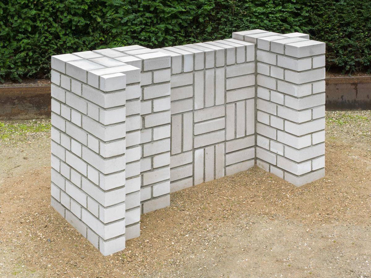 Mauerwerk als Kunst – im Garten der König-Galerie