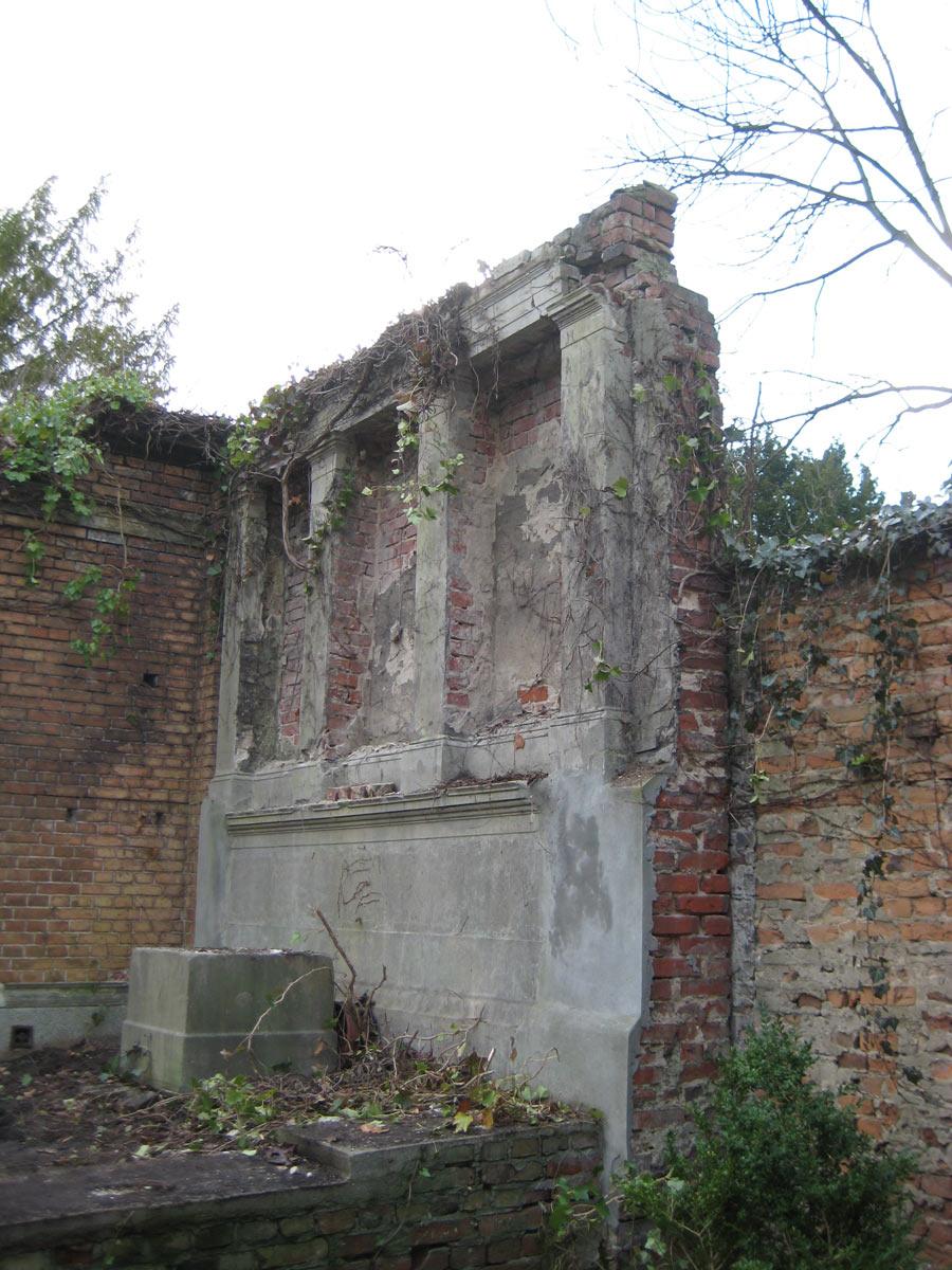 Restaurierung einer Grabstelle – vorher